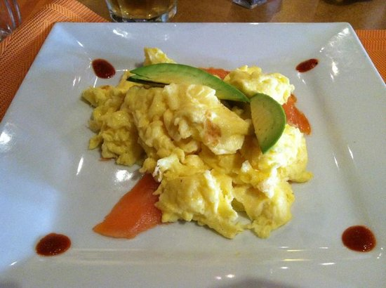 Applewood Inn : Over cooked scrambled eggs