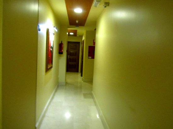Granada Centro Hotel: corridor