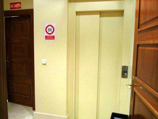 Granada Centro Hotel: lift