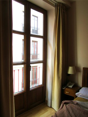 Granada Centro Hotel: tall french windows