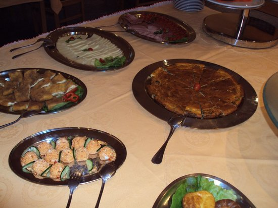 Garni hotel Prezident: local breakfast varieties