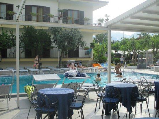 Hotel Florida : Piscina, wow!
