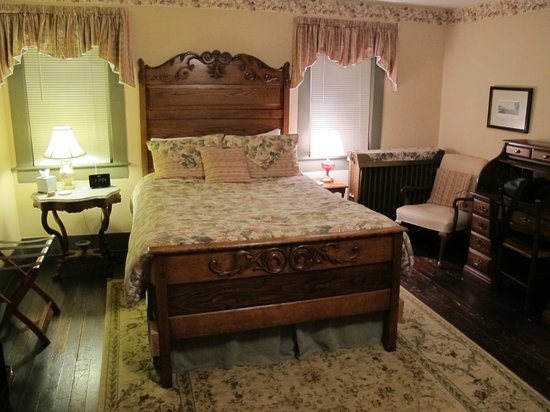 Holladay House Bed and Breakfast: The Oak room