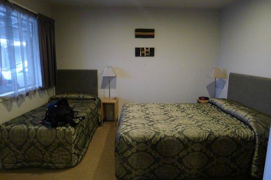 Anchorage Motel Apartments: Bedroom 1
