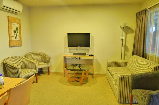 Anchorage Motel Apartments : Sky TV