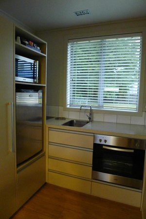 Anchorage Motel Apartments: Kitchen