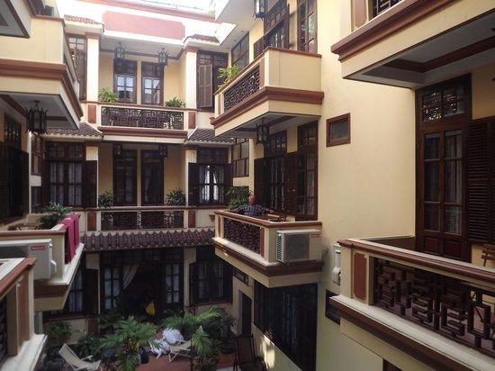 Nhi Nhi Hotel : outside room