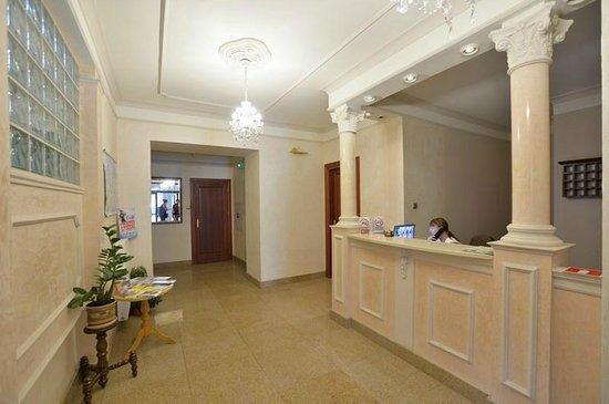 Cesarski Hotel: recepcja