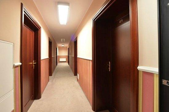 Cesarski Hotel: korytarz