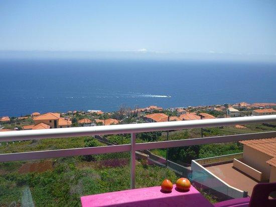 Hotel Apartments Baia Brava : L'océan Atlantique et au loin, les îles Desertas