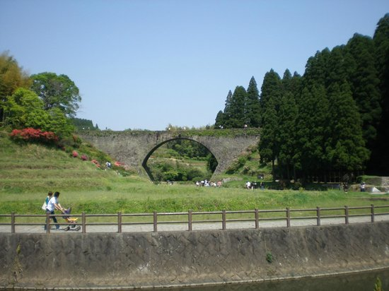 Tsujunkyo Bridge: 通潤橋