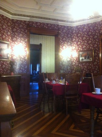 Reynolds Mansion Bed and Breakfast: Dining room