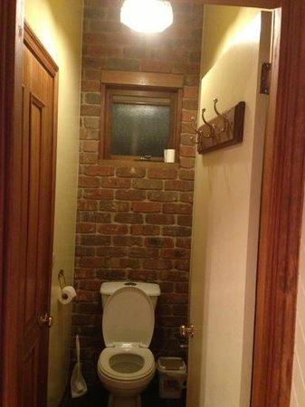 Holly Lane Mews: toilet