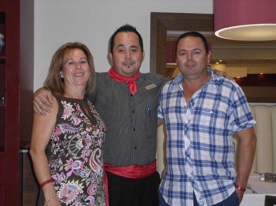 Mediterranean Bay Hotel : con el camarero Rodolfo El guapo