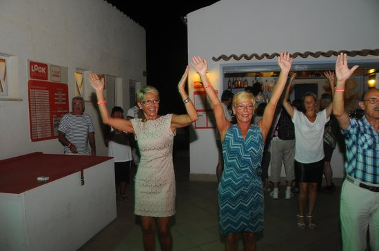 Costanza Beach Club : la danse lookea lol