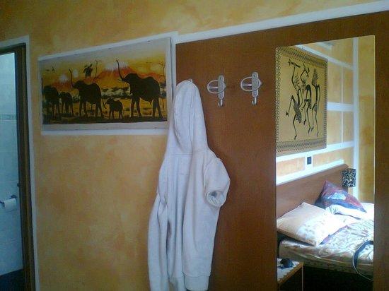 Albergo Astro: L'africana