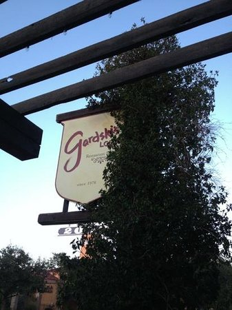 Gardski's Restaurant & Bar: great place to eat :)