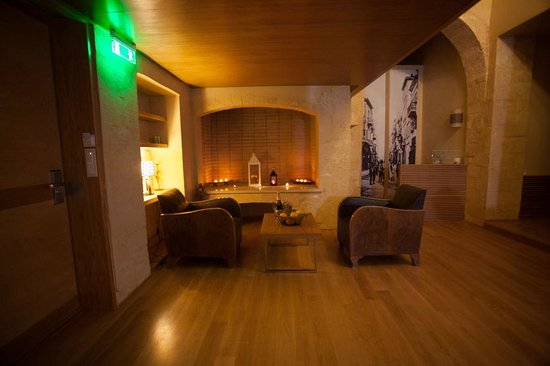 Monastery Boutique Hotel: suite with fireplace