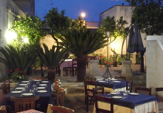 La vecchia curte san cesario di lecce restaurant for Albanese arredamenti san cesario lecce