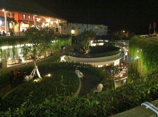 Garden Walk Mall: Overlooking The Roof Gardens