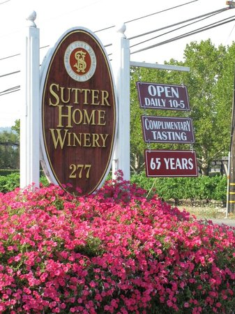 Sutter Home Winery: Sign