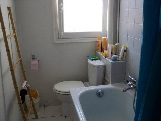 Appartement d'hotes Folie Mericourt: Banheiro