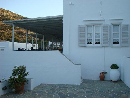 Alexandros Hotel: Προς τη βεράντα του πρωινού