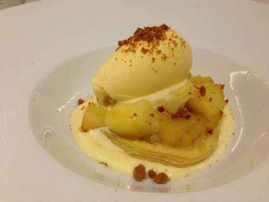Restaurant Blanqueries: Tarta tatin de manzana con helado de vainilla