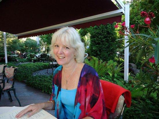 Hotel Heiligenstein: Pre-dinner drinks in the garden