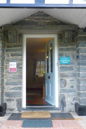 Glyntwrog House: Entrance