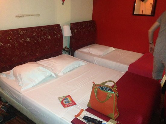 Hôtel Alma : Bedroom 6