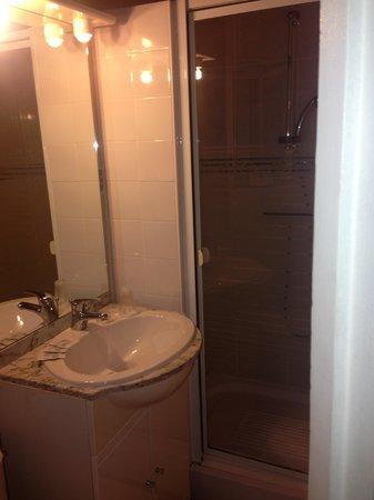 Hotel Alma : Bathroom in Room 6
