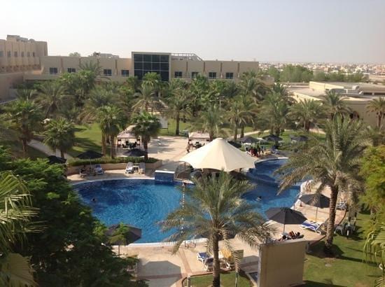 Mafraq Hotel Abu Dhabi: la piscina