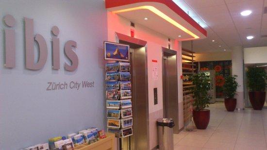 ibis Zurich City West: Elevator