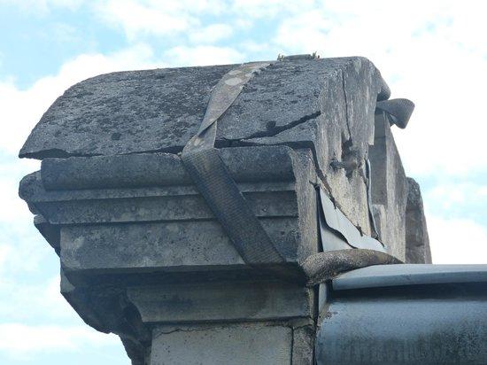 Le Parc des Marechaux : A belt holds the building together