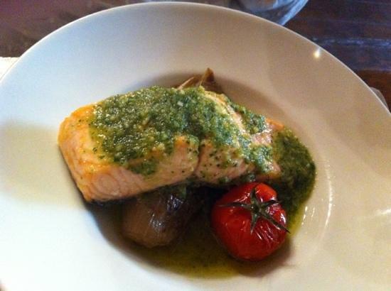 L'Aile Ou La Cuisse : salmon pesto and roasted artichoke
