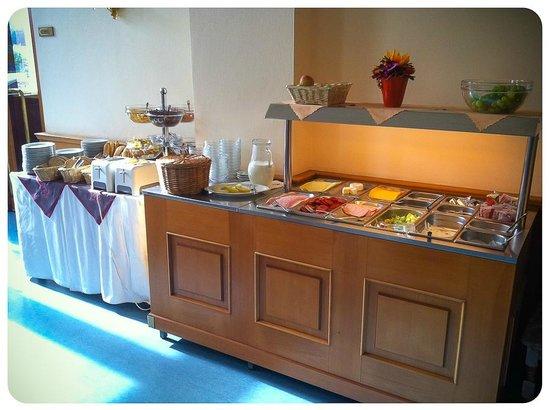Opera : in the restaurant - breakfast