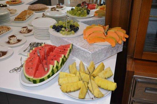 Hotel Bellavista: Obst- und Nachspeisenbuffet