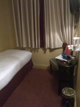 Coronation Hotel: Chambre cabine une personne environ 6-7m² (Lit 70cm de large)