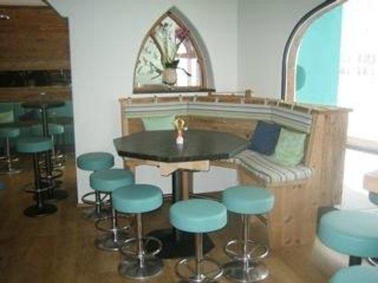 Lindemann's Overtime Bar: Bar