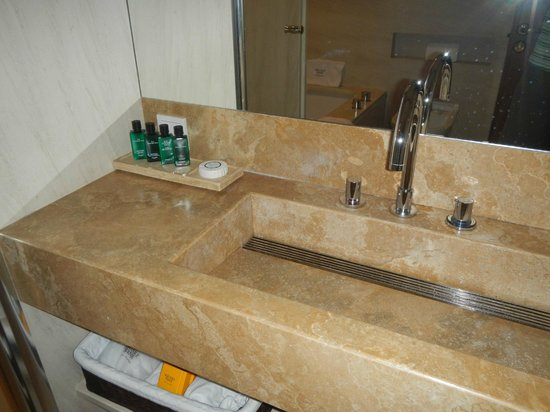 Square Nine Hotel Belgrade: Bathroom amenities
