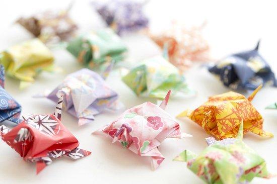 Kimitsu, Japan: ■亀の箸置き■若女将が一つ一つ心を込めて折りつづけているのが折り紙の亀です