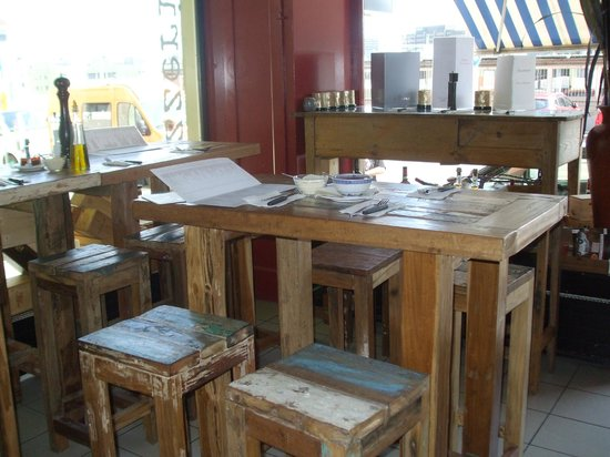 Franco Pizza Kurier Zurich: Antique tables and stools