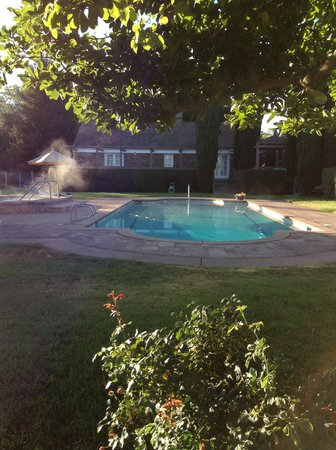 Oak Knoll Inn: Pool at Sunrise