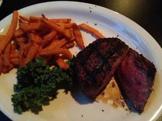 Village Steakhouse and Pub: Sirloin steak