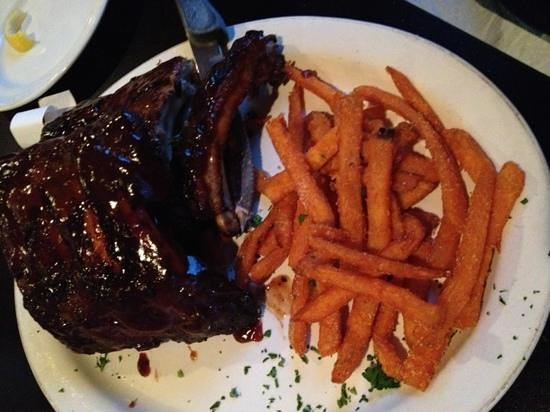 Village Steakhouse and Pub: Slab of ribs