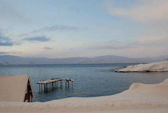 Kongsfjord Gjestehus: Veines pier
