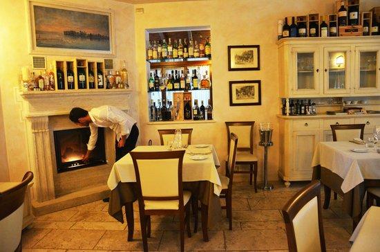Tavolo romantico davanti al camino foto di la casa di - La casa di francesca ...