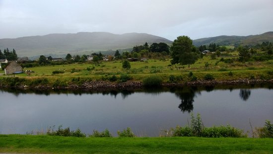 Tigh Na Mairi B&B : View of the Caledonian canal from our room