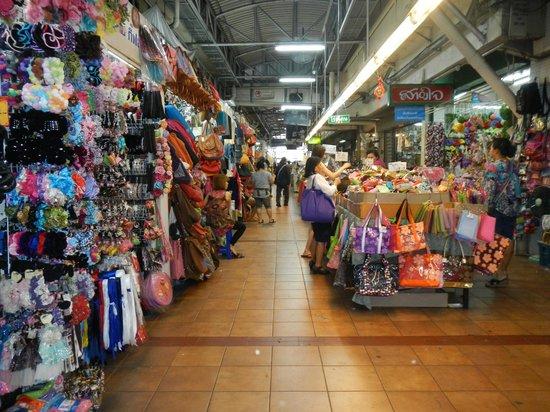 Warorot market的新鲜草莓 - Picture of Warorot Market (Kad Luang ...